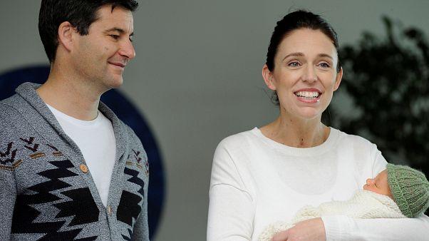 Yeni Zelanda Başbakanı doğum izninden sonra yeniden görev başında