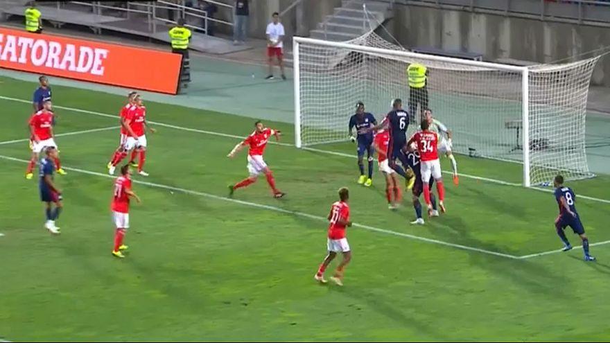 """Defesa """"encarnada"""" batida nas alturas no primeiro golo dos franceses"""