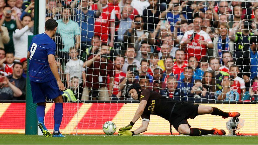 Aos 36 anos, Petr Cech ainda garante vitórias na baliza do Arsenal