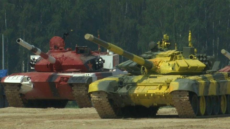 شاهد: دبابات تابعة لجيوش مختلفة تتنافس في روسيا
