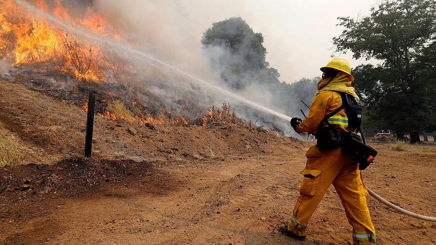 تراجع حدة النيران في شمال كاليفورنيا