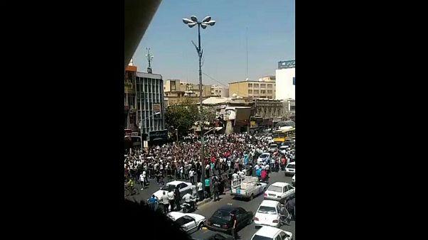 گاز اشکآور، دود و آتش در سومین روز اعتراضها در ایران