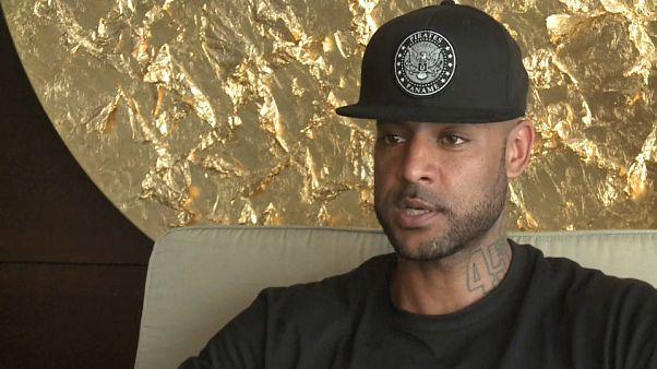 Der Rapper Booba in einem Interview