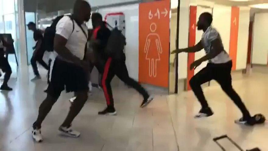 Bilder der Prügelei am Flughafen