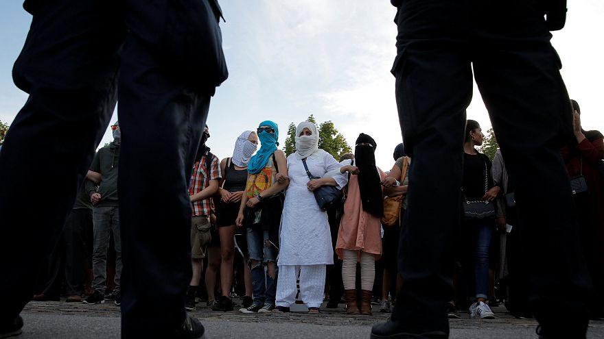 احتجاجات في الدنمارك على دخول قانون حظر ارتداء النقاب حيز التنفيذ