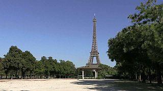 Frustración entre los turistas por no poder visitar la Torre Eiffel