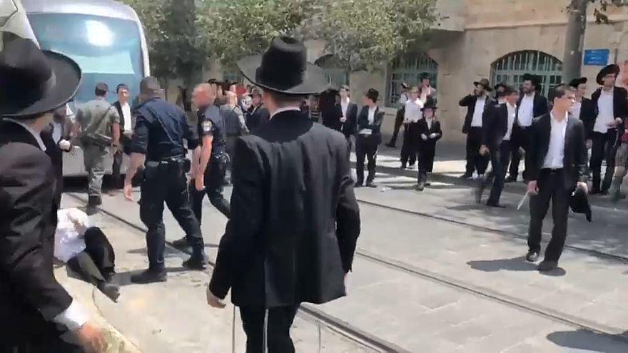 يهود متطرفون يتظاهرون تضامناً مع شاب رفض التجنيد بالجيش الإسرائيلي