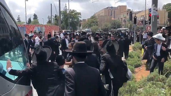 Ultra-Ortodoks Yahudiler'den zorunlu askerlik protestosu