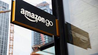 """Amazon """"postino abusivo"""": 300mila euro di multa dall'Agcom"""