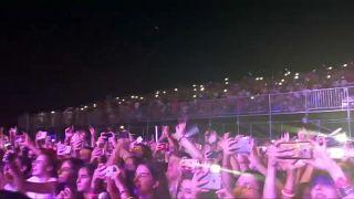 """شاهد : آلاف الشبان يرقصون على أنغام """" ذا تشينسموكرز """" في لبنان"""