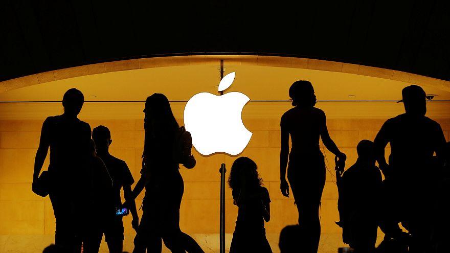 """""""آبل"""" تصبح اول شركة أمريكية تصل قيمتها السوقية لتريليون دولار"""