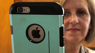 Apple bate recorde de um bilião de dólares em bolsa