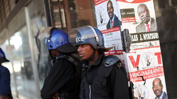 Zimbabwe's Mnangagwa takes lead in vote count