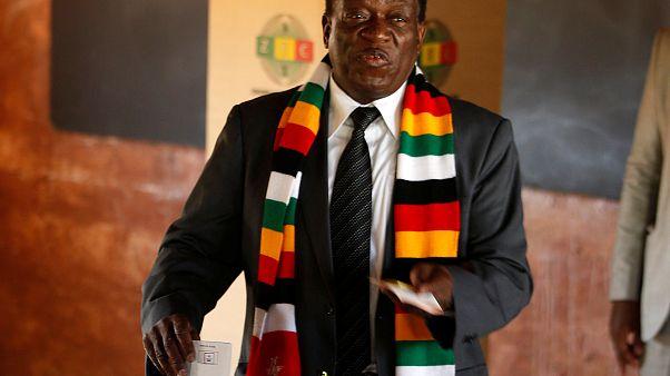 Zimbabve'de başkanlık seçimlerinde Mnangagwa yarışı önde götürüyor
