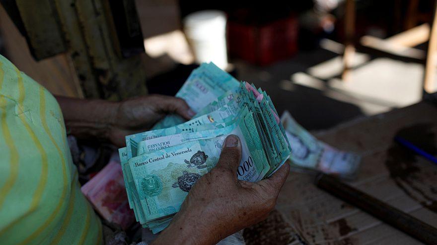 Tras borrar 5 ceros al bolívar, Venezuela despenaliza las operaciones cambiarias
