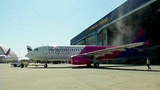 Etikai kódex-szel védenék az olcsó repülőjáratok utasait