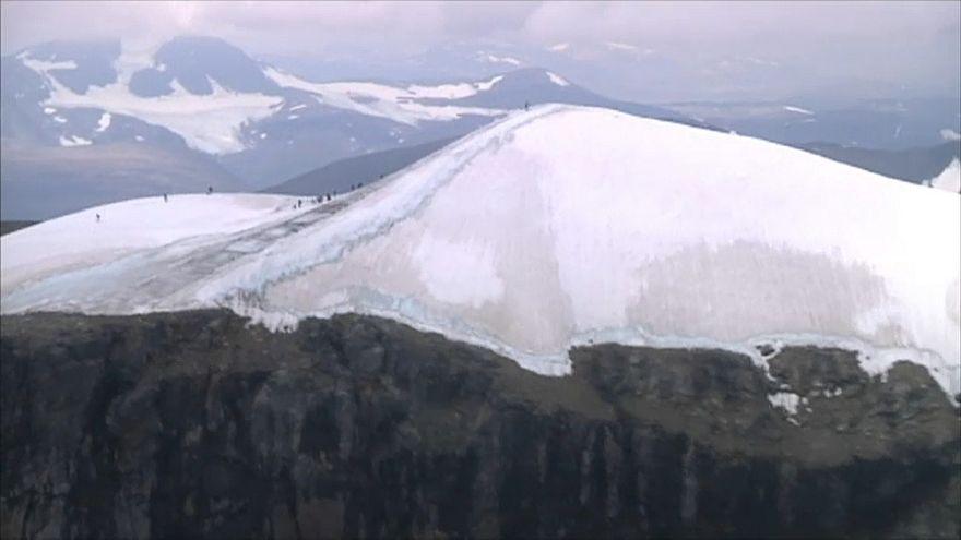 İsveç'in en yüksek tepesi temmuz ayında her gün 14 santimetre eridi