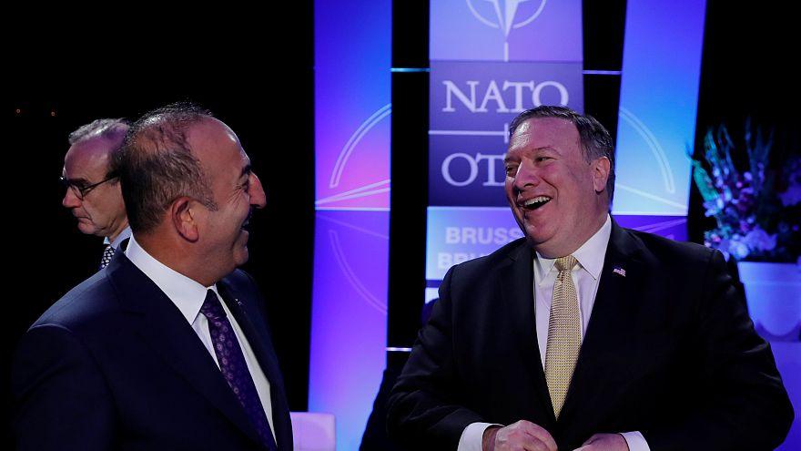 وزيرا خارجية الولايات المتحدة وتركيا يتباحثان بشأن إدلب ومنبج في سوريا