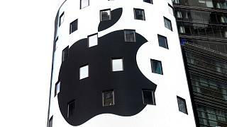 How does Apple's record-breaking valuation compare?