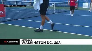 اتفاقی کم سابقه در مسابقات تنیس؛ کفش های نوا رابین در حین مسابقه پاره شد