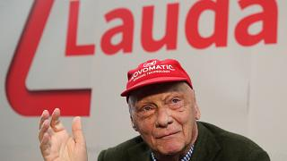 Niki Lauda bei einer Pressekonferenz in Wien