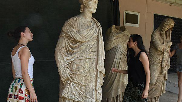 Aydın'da Almanların 1891'de kazdığı alanda 2 bin yıllık altı heykel bulundu