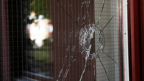 down sendromlu gencin vurulduğu binanın camı