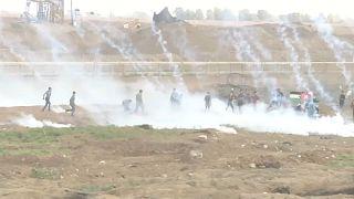 مقتل فلسطيني وإصابة 120 آخرين برصاص القوات الإسرائيلية وقنابل الغاز
