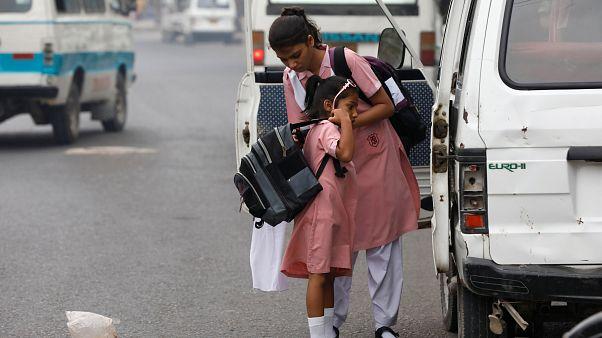 Pakistan: Kız çocuklarının eğitimine karşı çıkanlar 12 okula saldırdı