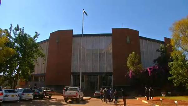 27 ellenzékit állítottak bíróság elé Zimbabwéban