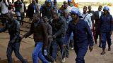 """Comparecen ante el juez 27 simpatizantes de la oposición por """"incitar a la violencia"""" en Zimbabue"""