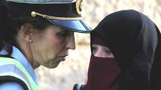 Danimarka peçeli bir kadına ilk cezayı kesti