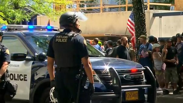 Jornada de manifestaciones supremacistas y antifacistas sin incidentes graves en Portland