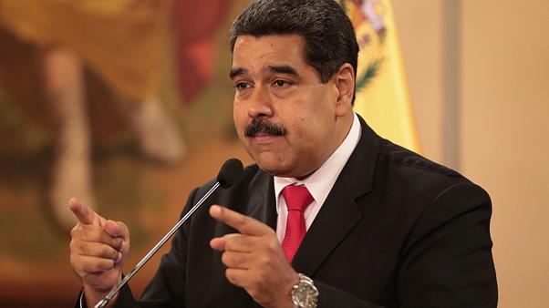 Valami pukkant Maduro beszéde alatt