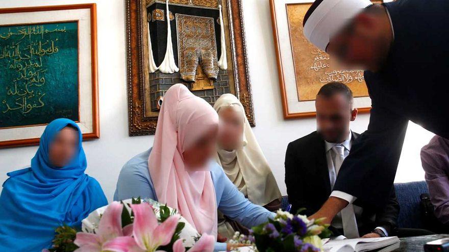 İran'da evliliklerin dörtte biri çocuk yaşta yapılıyor