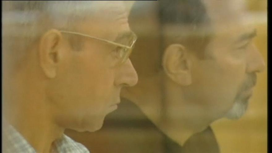 Santi Potros, a la izquierda, durante un juicio