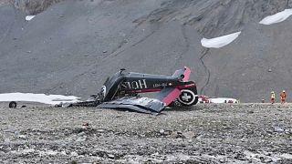 """20 muertos al estrellarse un avión """"vintage"""" en los alpes suizos"""