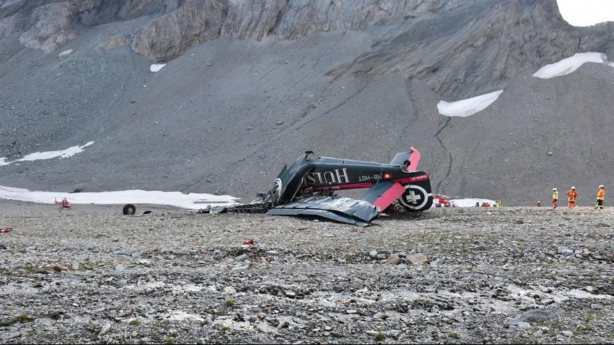 سقوط هواپیمای نظامی در سوئیس ۲۰ کشته برجای گذاشت