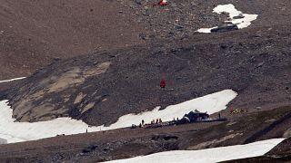 Trauer um 20 Tote: Ju-52 senkrecht zu Boden gestürzt