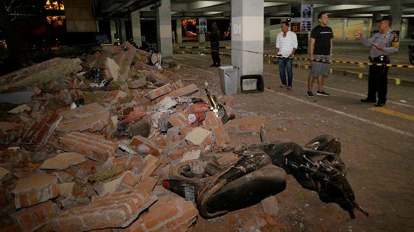 Deadly earthquake strikes Indonesia killing at least 98