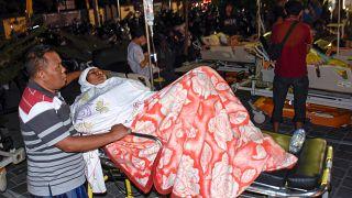 Δεκάδες νεκροί μετά από σεισμό 7 ρίχτερ