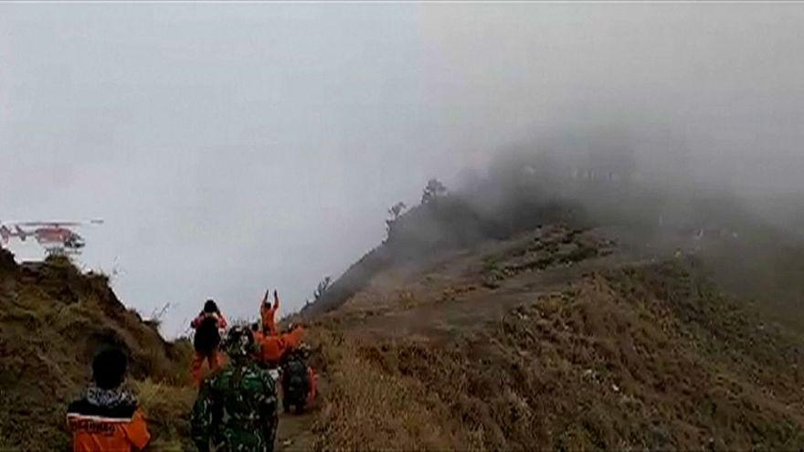 زلزال بقوة 7 درجات يلحق أضرارا بفندق في إندونيسيا