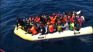 إنقاذ 400 مهاجر حاولوا العبور من المغرب إلى اسبانيا
