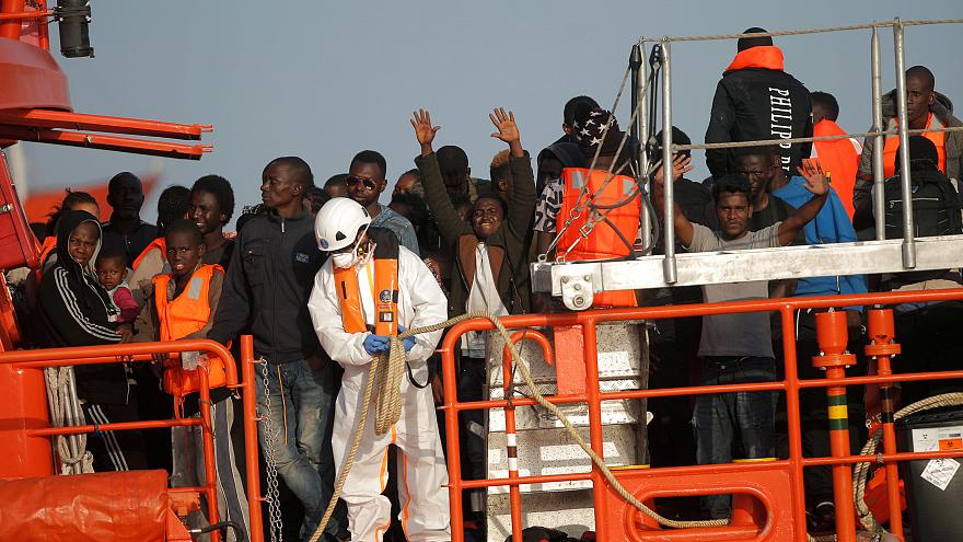 Migrantes resgatados chegam a Espanha