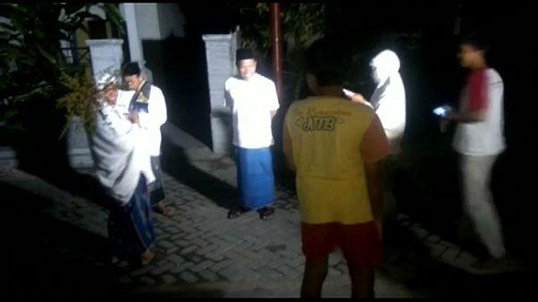 Familias evacuadas en Indonesia