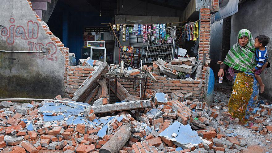 Pánico un día después del terremoto que mató a 91 personas en Indonesia