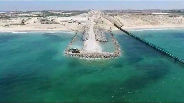 Izrael védőgátat épít