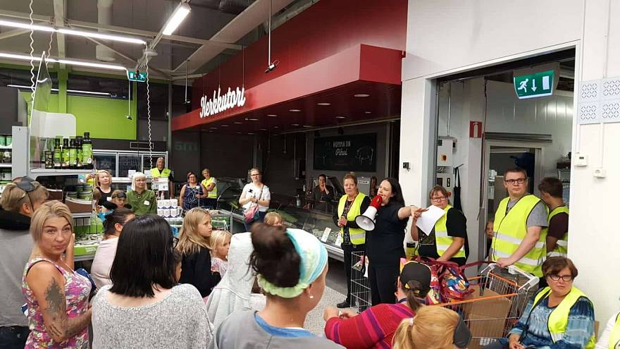 Helsinki shoppers sleep in air conditioned supermarket aisles to escape heatwave | The Cube