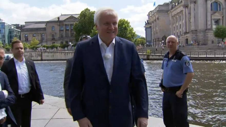 SEEHOFER PROMOTES MIGRANT ANCHOR CENTRES