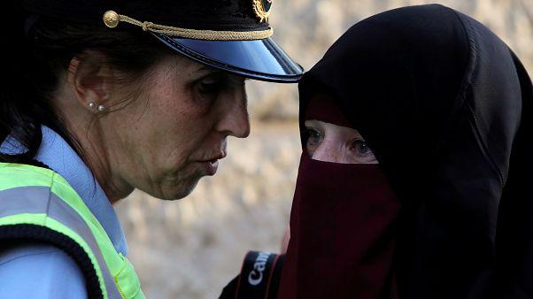أول سيدة تعاقب بغرامة مالية لارتدائها النقاب في الدنمارك